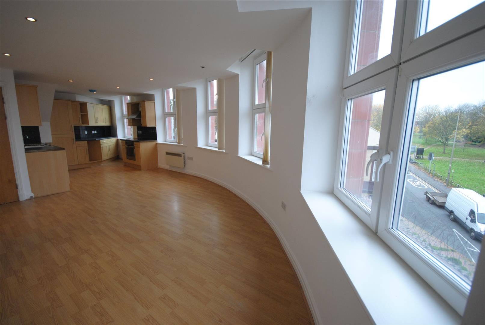 2 Bedrooms Apartment Flat for sale in Warrington Road, Ashton-In-Makerfield, Wigan